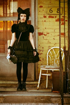 gloomth gothic lolita