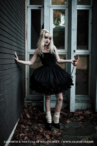 gloomth gothic doll outfit