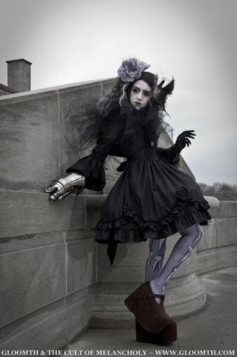 shironuri gothic gloomth