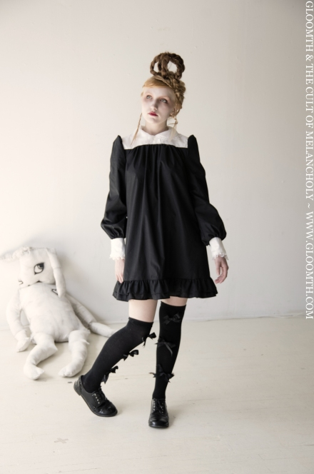 smock dress with rounded collar and lace by gloomth