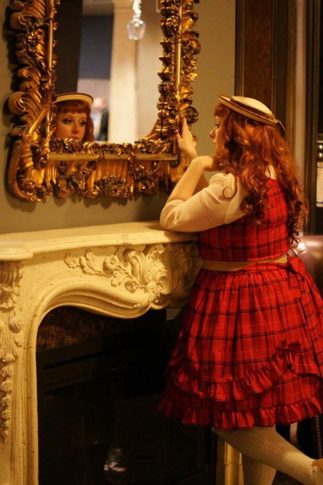 gloomth-toronto-gothic-lolita-clothing-hotel.