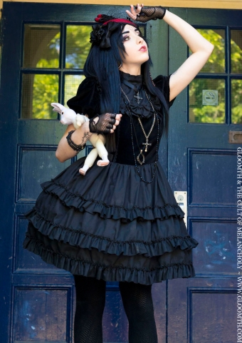 gloomth gothic doll clothing canada lucy lovesick model