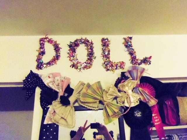diy confetti initial letter wall art tutorial