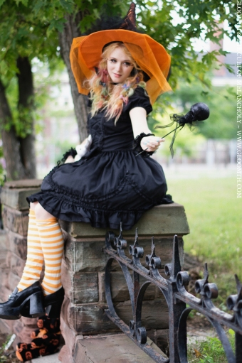 halloween witch orange hat gloomth cute poppy