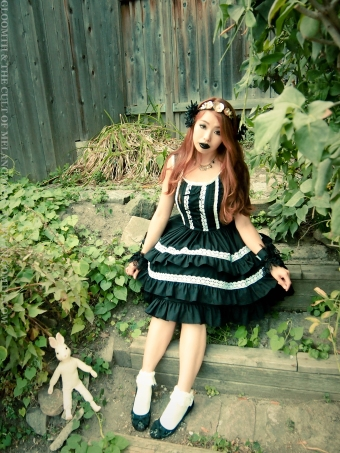 gothic doll gloomth