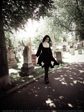 gothic girl in cemetery gloomth