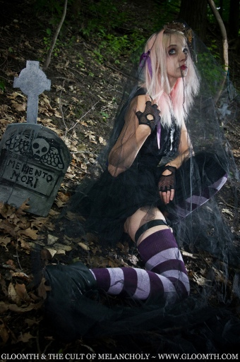 gothic girl graveyard gloomth