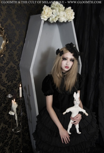 carmilla gloomth coffin photoshoot