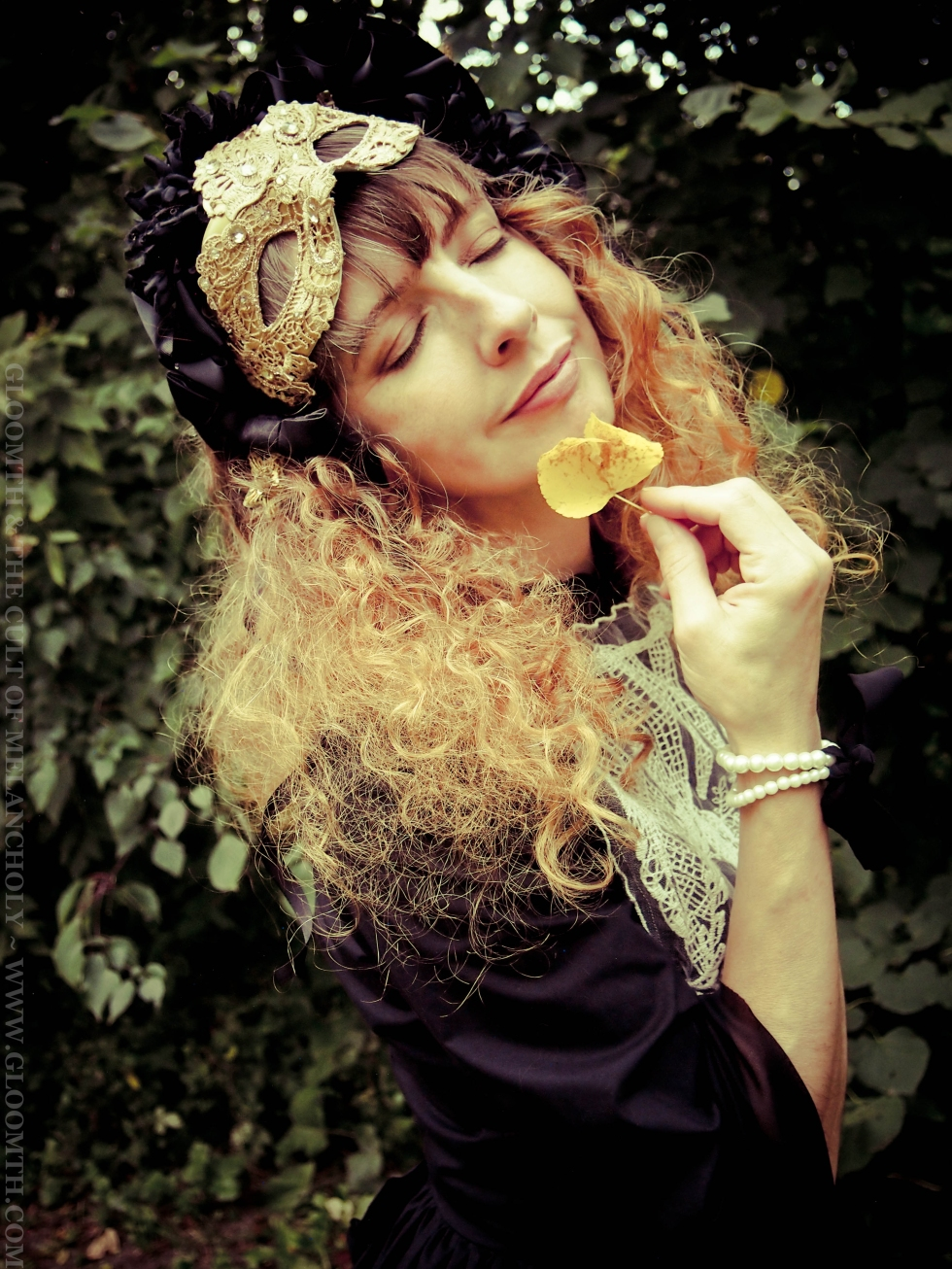 hedgewitch gothic photoshoot gloomth
