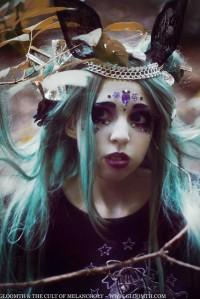 gothic makeup look in purple black gloomth