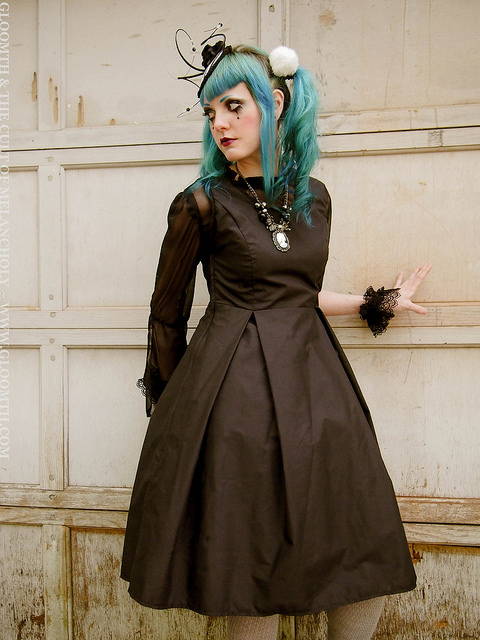 gothic outfit gloomth taissa lada striped fascinator