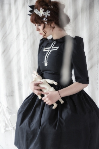 borley ghost gothic dress with cross emblem gloomth