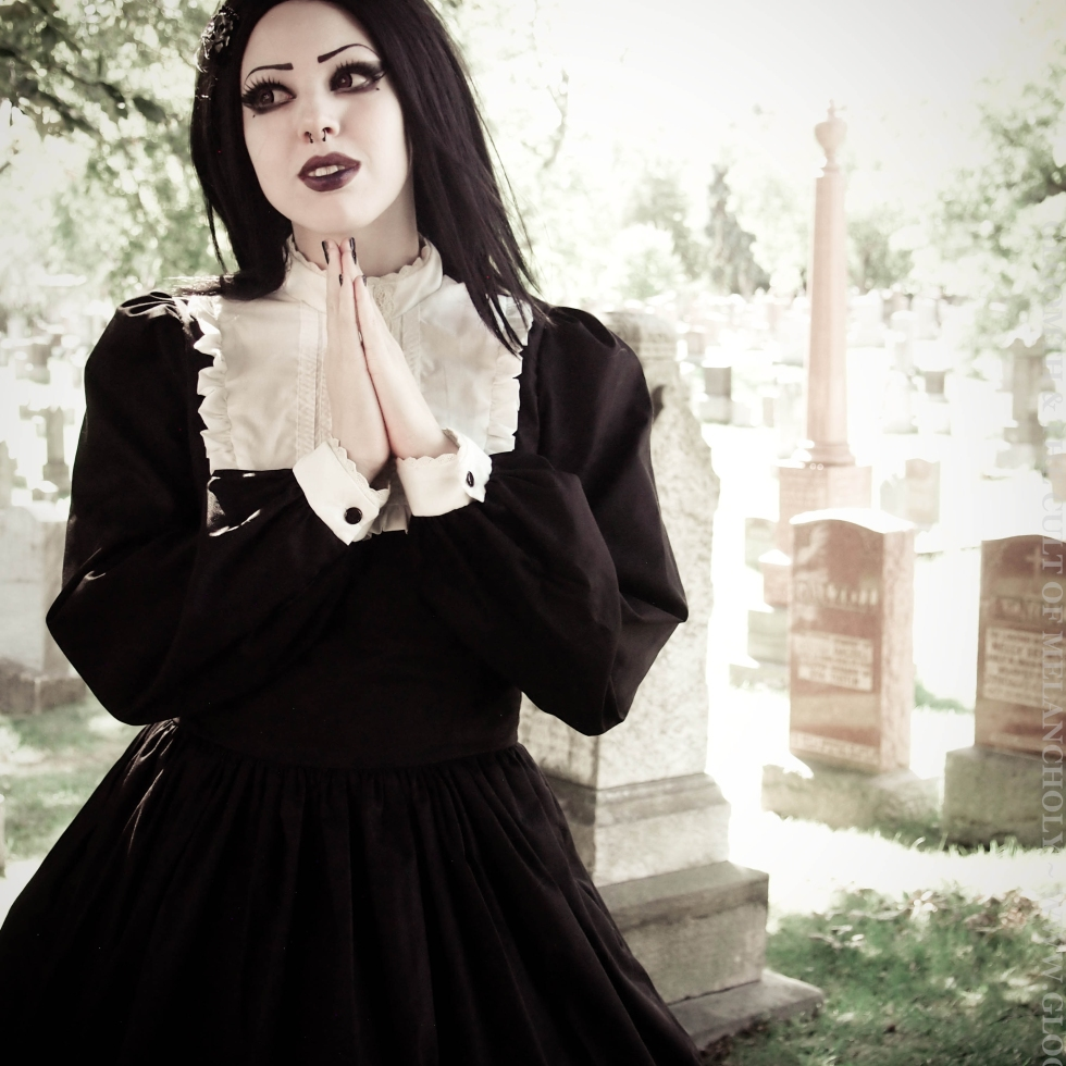gothic clothing by gloomth
