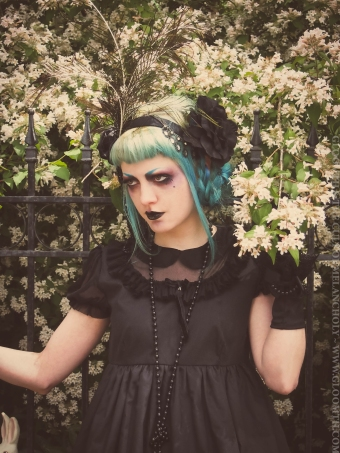 1920s gothic outfit and makeup