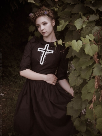 gothic witch pilgrim photoshoot