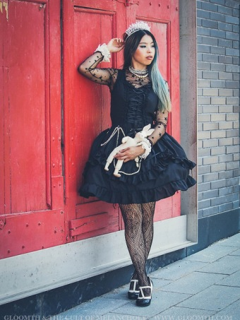gothic fashion photoshoot gloomth