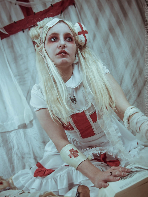 gloomth gurololita medical photoshoot
