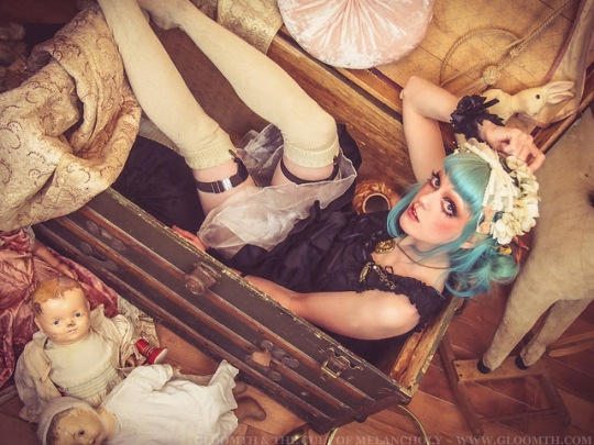 gloomth antique trunk victorian grunge photoshoot vanessa walsh