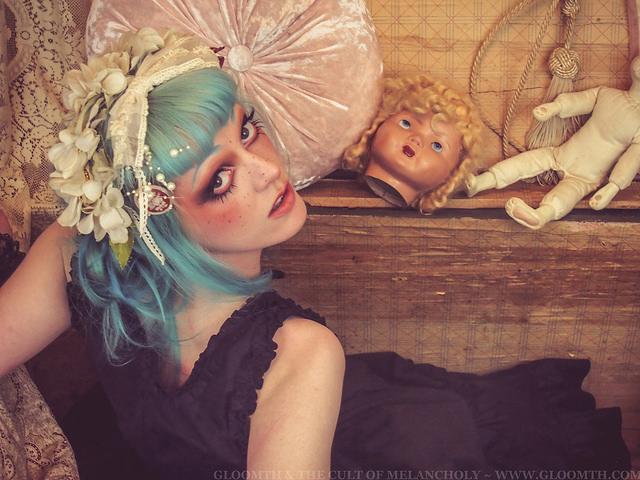 gloomth antique trunk victorian grunge photoshoot vanessa walsh