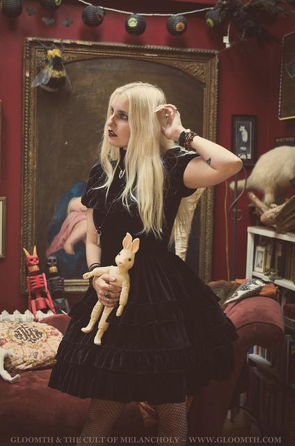black velvet gothic witch dress fashion gloomth