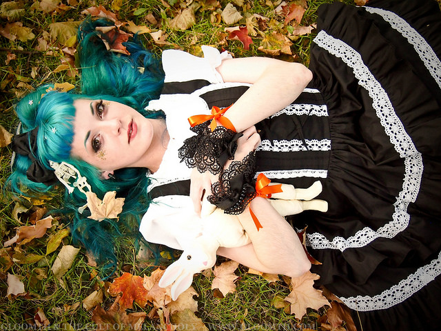 lolita model in autumn leaves gloomth vanessa walsh taeden hall