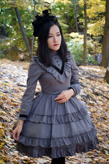 victorian mourning dress in grey by gloomth