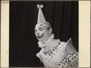1946 clown makeup canada