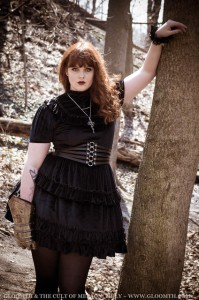 joan of arc gothic outfit with armored gauntlet and velvet dress by gloomth (5)
