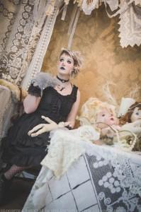 cheshire cat gothic alice in wonderland