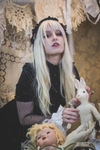 creepy alice in wonderland photoshoot