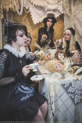 gothic alice in wonderland photoshoot