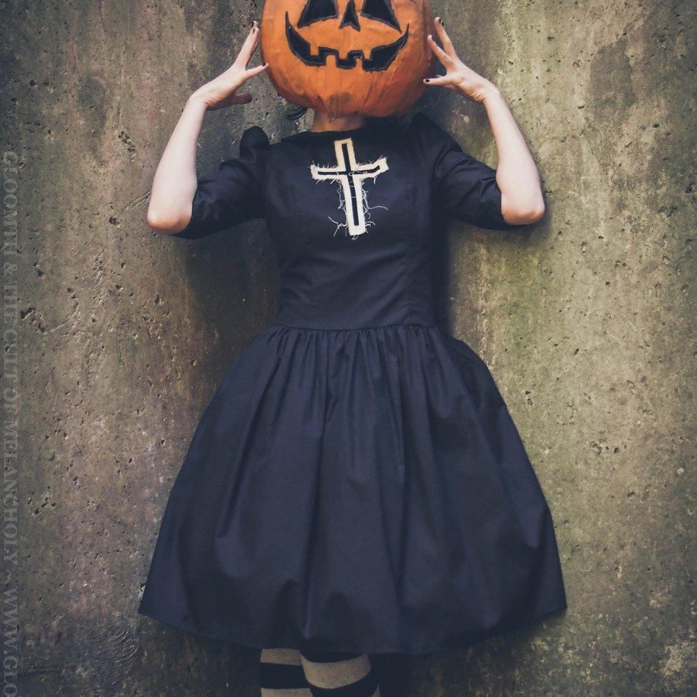 jack-o-lantern mask halloween girl
