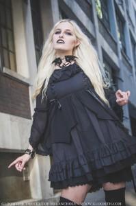 gothic blonde vampire gir