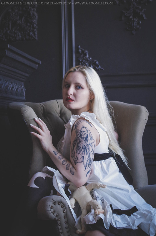 pale gothic model